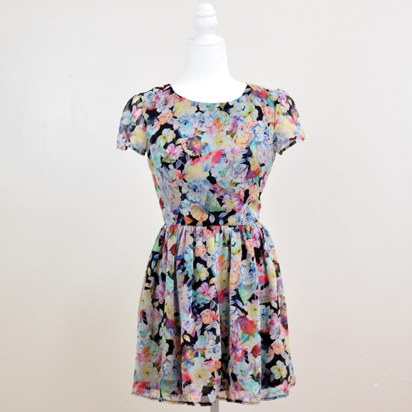 Topshop Dresses & Skirts - Topshop Watercolor Floral Fit & Flare Skater Dress